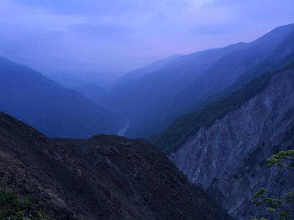 早朝の赤崩上部からの景色