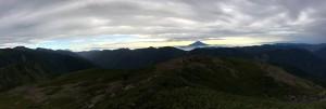 上河内岳山頂からの展望は素晴らしい