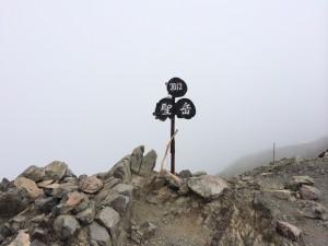 聖岳山頂!何も見えないー